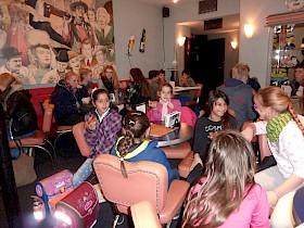 Die Flüchtlingskinder besuchten gemeinsam mit der Soli-AG das Schwetzinger Kino.