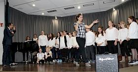 """Kjara Krunic als """"Chorleiterin"""" führte durch den etwas absurden Musikabend."""