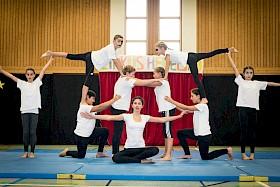 Die Akrobatiknummer des Zirkus