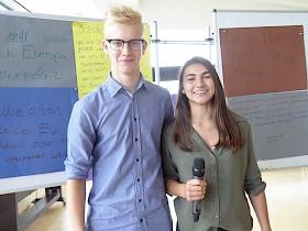 Die Moderatoren Lars Thießen und Lena Kappenstein.