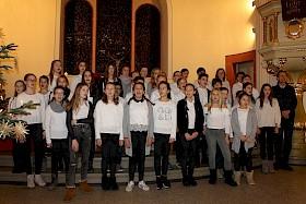 Die Gesangsklassen unter der Leitung von Rudolf Steinhübel  gestalteten den Gottesdienst musikalisch mit.