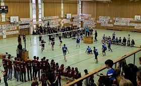 Das Volleyball-Prestige-Duell Lehrer gegen Schüler haben dieses Jahr die Schüler gewonnen.