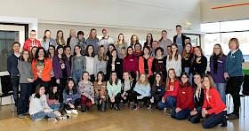 """35 internationale Gäste treffen sich mit den Hebel-Schülern und Lehrern, um Ideen zum Thema """"Soziales Engagement"""" auszutauschen."""