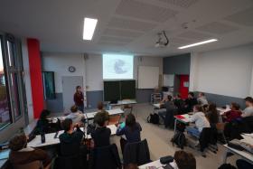 Geographie-Unterricht der Klasse 10c mit Lehrerin M. Vogt. Copyright: Freundeskreis HGS e.V.