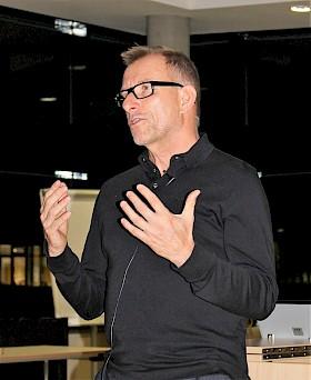 """Dr. Ulrich Wehrmann referierte engagiert, unterhaltsam und informativ zum Thema """"Hirndoping""""."""