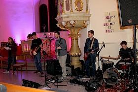 """Die Band mit Kjara Krunic, Julian Thüning, Bernhard Woodley, Benjamin Wüst und Benjamin Zweig lieferte einen musikalischen Beitrag zum Thema """"Mittelpunkt""""."""
