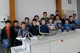 """Über 16 erste Preise beim """"Informatik-Biber"""" – Taschen und Powerbanks – durften sich die schlauen Informatik-Talente des Hebel-Gymnasiums freuen."""