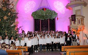 Rudolf Steinhübel und Sören Lätsch trugen mit ihrem Gesang zum Weihnachtsgottesdienst bei.