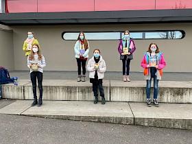 Die Sechstklässlerinnen Murielle Grünewald, Katharina Eisele, Vanessa Potthoff, Martha Hermann, Amelie Lippke und Josefine Junker sind die Klassenbesten im Vorlesen, Josefine gewann die Schulwertung. Alle lasen im Wettbewerb sogar mit Maske.