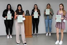Cara Fassott, Alessia Baglio,  Amelie Seel, Paula Völker und Franziska Muhl gewannen Literaturpreise.