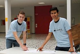 Auf dieses T-Shirt können die Hebelianer besonders stolz sein: Das haben sie sich beim Mathematik-Teamwettbewerb Naboj erkämpft.